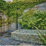 Co s ošklivou zdí v zahradě 7