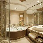 Luxusní: Koupelna v rodinném sídle vypadá jako z katalogu 13
