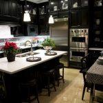 Interiér černé kuchyně 2
