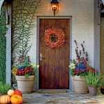 Zpestřete si interiér květinovými a zelenými věnci 6