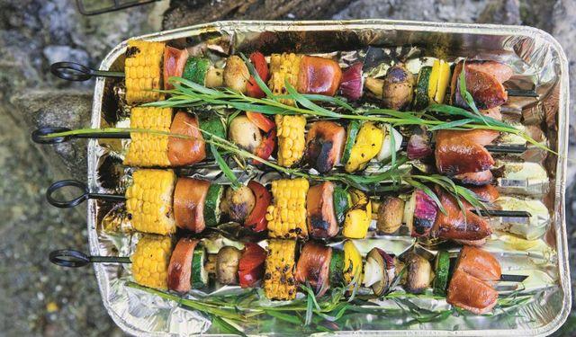 Kukuřično-špekáčkový špíz na roštu s bylinkami 1