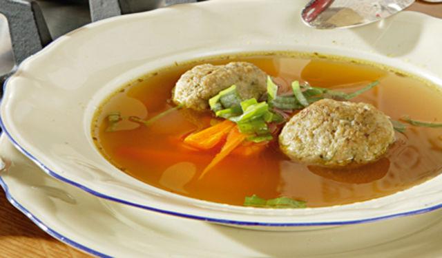 Hovězí polévka s játrovými knedlíčky 1