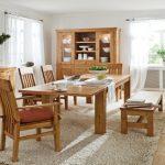 Dubový nábytek umocňuje atmosféru 3